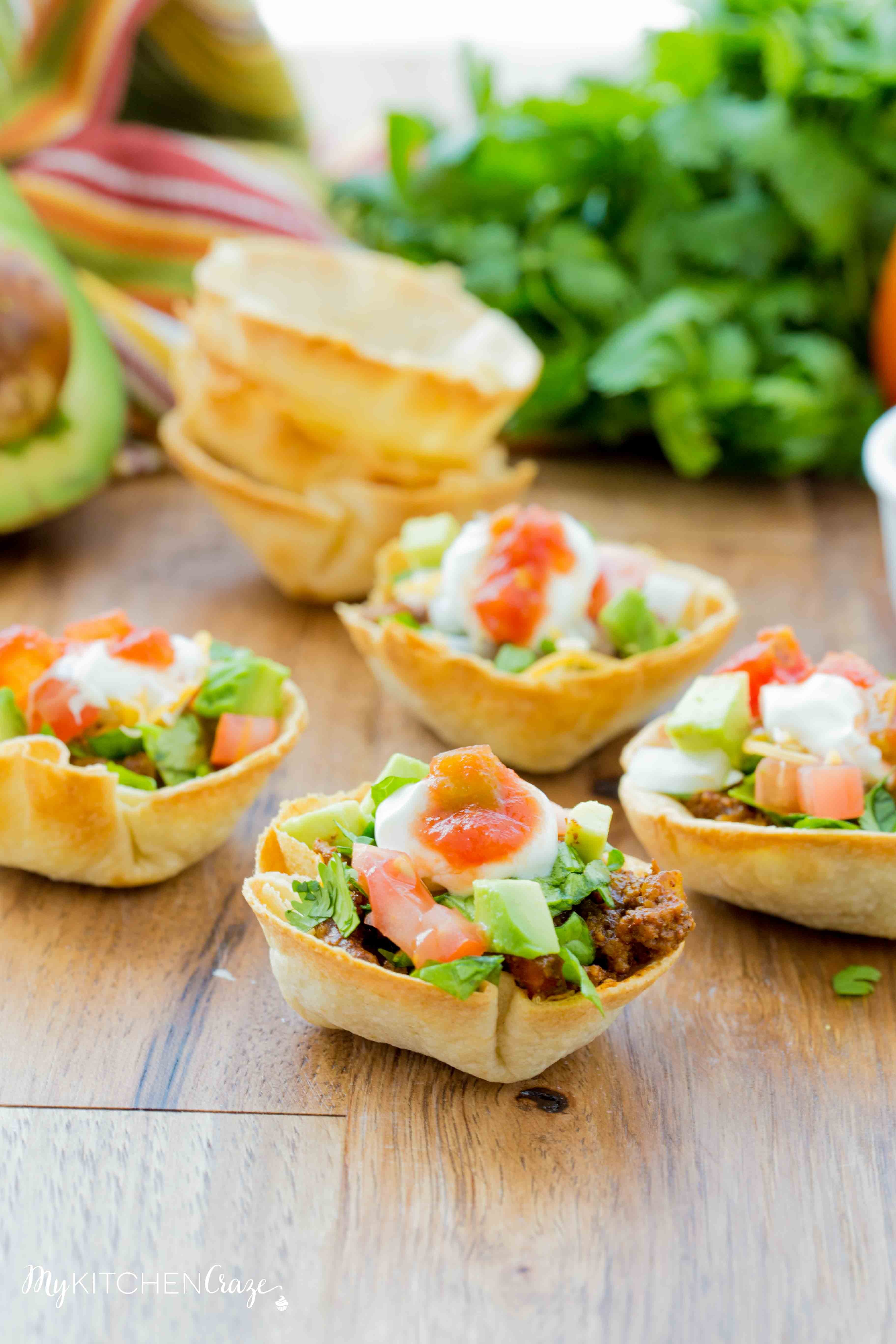 Taco Cups & Cheese Dip {Game Day Food} ~ Do you love to have snacks and appetizers on game day? Then you need to make these delicious Taco Cups and creamy Cheese Dip. Perfect foods to cheer on your favorite team. Go team!