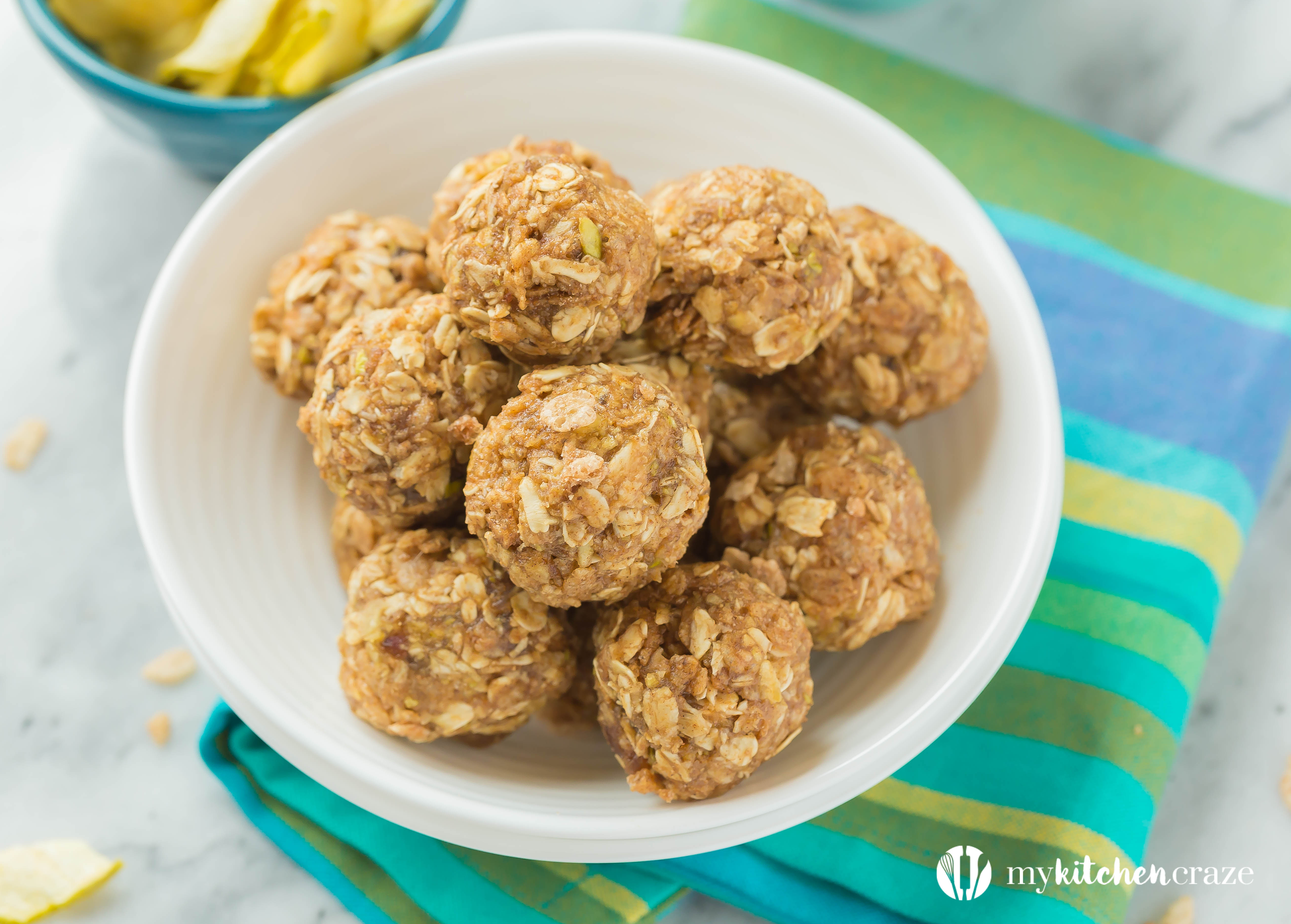 Apple & Dates Snack Bites ~ Packed with apples, dates, Cinnamon Pebbles, oats, and spices, these bite-sized snacks are delicious and will boost your energy to get you through the day.