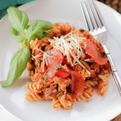 Pizza Pasta Casserole ~ Everything you love on your pizza, tossed in noodles. Cooked and on your table within 30 minutes. What's not to love about this recipe?