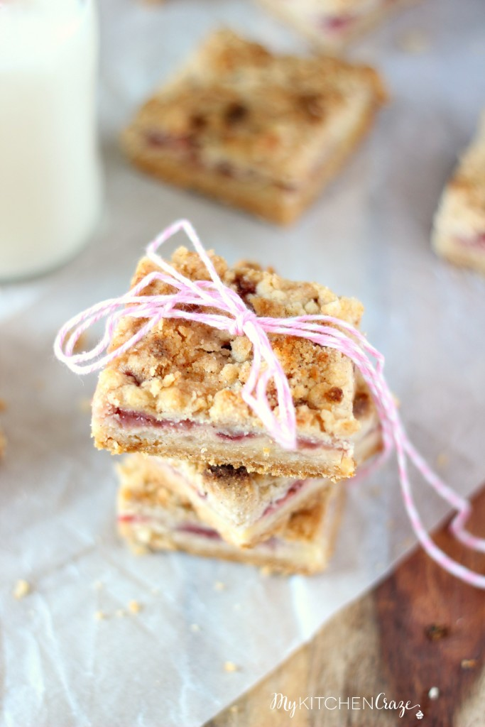 Strawberry Cheesecake Crumb Bars ~ www.mykitchencraze.com